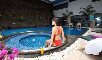 Bangkok **** 2 & 3éj és 7 & 9 & 12éj Horizon Patong Beach **** Phuket
