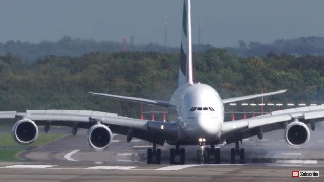 Airbus A380 leszállás keresztszélben