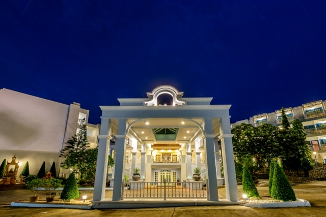 Bangkok **** 2 & 3éj és 7 & 9 & 12éj Andaman Seaview **** Phuket