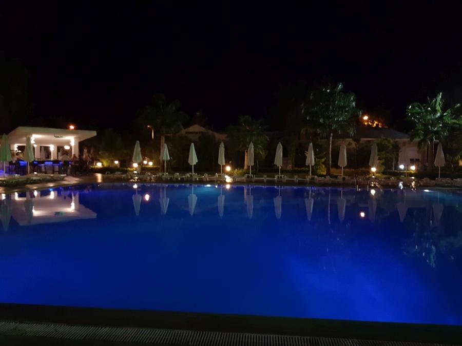 Esti fények a hotelben